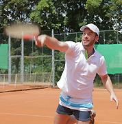 [menhart/5_tennis_178x180.jpg]